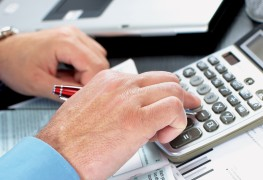 The most common pros and cons of a business line of credit