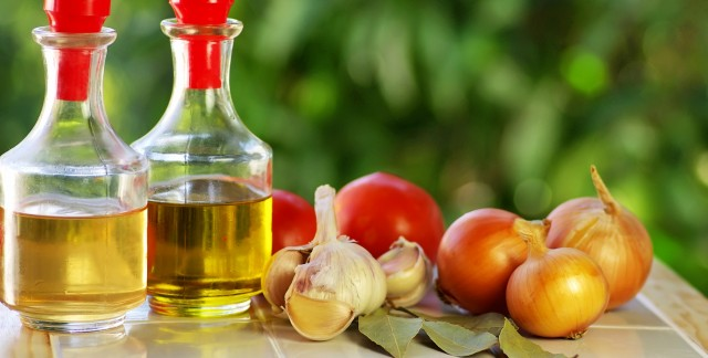Cooking with garlic and olive oil