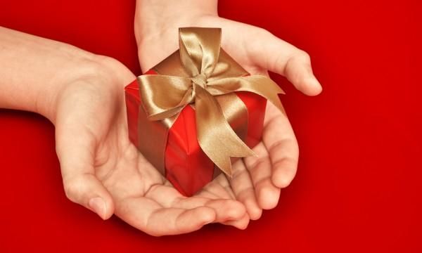 День красного подарка 90