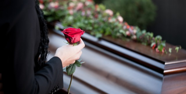 Obituary notice costs: what to expect when remembering a loved one