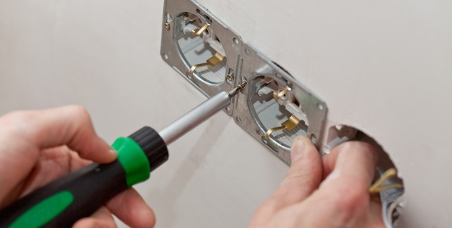 How to work with an electrical contractor