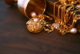Trinket or treasure: how to tell if old jewellery has value