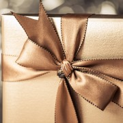 2 creative DIY gift wrapping bows