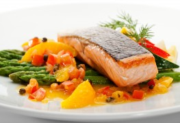 How to make a healthy tropical mango and salmon salad