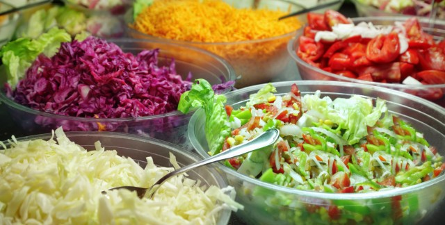 4 questions to ask yourself at the salad bar
