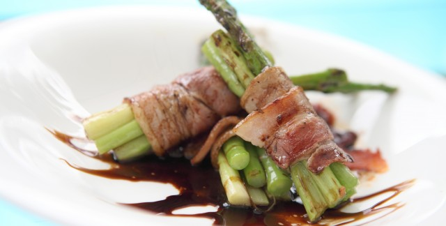 Make a simple and tasty ham and asparagus grill