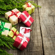 2 smart ways to spend less on holiday gifts