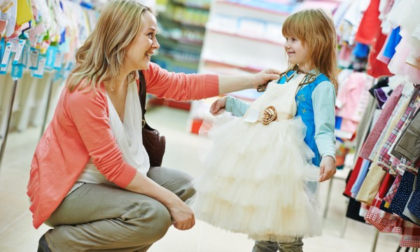 6 smart ways to get children's clothes on a budget