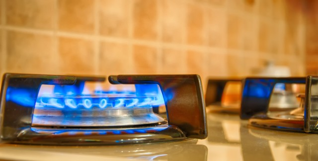 Safe ways to handle power outages and gas leaks in the home