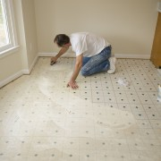 Installing and repairing vinyl flooring: key tips