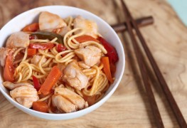 Whole wheat noodles with peanut sauce and chicken