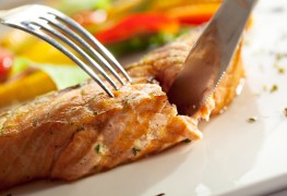 How to make crunchy baked salmon