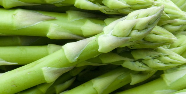 Simple side dish recipes: asparagus with confetti vinaigrette