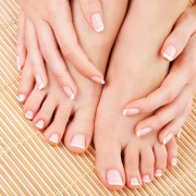 How to promote nail growth without using strong products