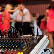 Why hiring a karaoke DJ can triple your weeknight bar business