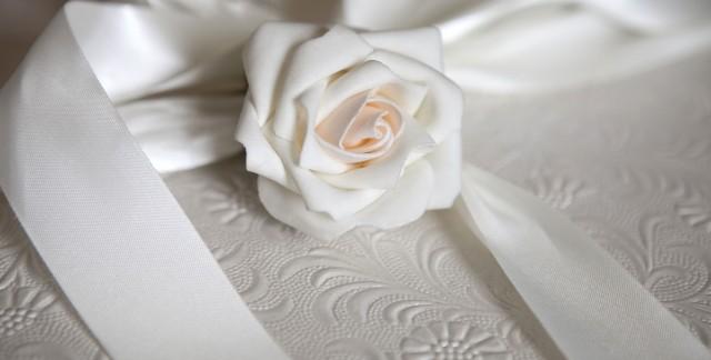 Proper etiquette for setting up a wedding registry gift list