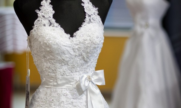 Hints to help you select the perfect wedding dress fabric | Smart Tips
