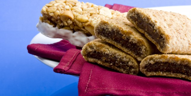 Fig bars with sesame crust