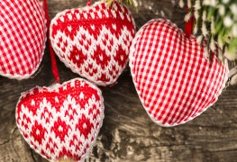 Creative DIY ideas for festive fabric Christmas ornaments