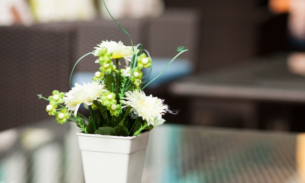 How to make a quick and easy table centrepiece