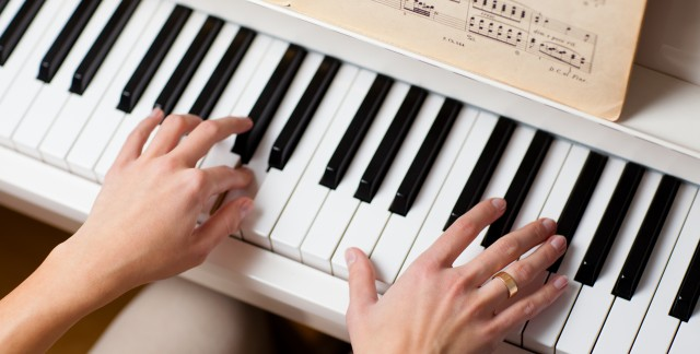 A few dexterity-boosting exercises for piano playing