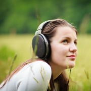Features and factors to look at before getting headphones