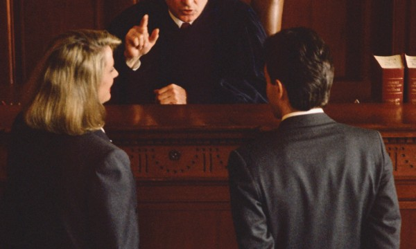 If your life is in crisis: 3 reasons to hire a criminal lawyer