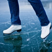 Five essential safety tips for outdoor ice skating