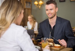 4 tips for dining out with diabetes