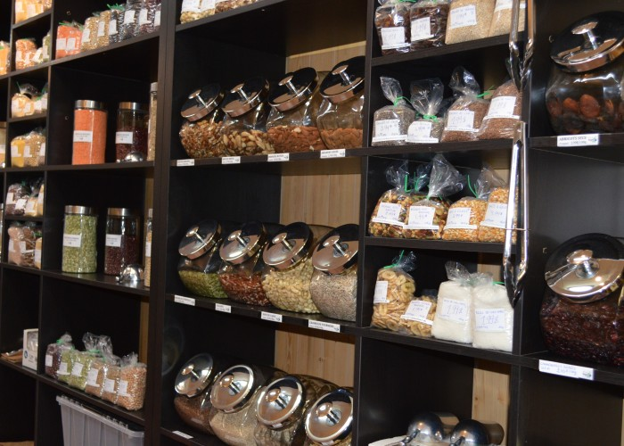 There are no synthetic vitamins in the aisles at Santé la terre, only superfoods.
