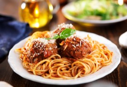 Easy spaghetti and low-fat meatballs
