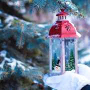 4 ways to personalize your Christmas decorations