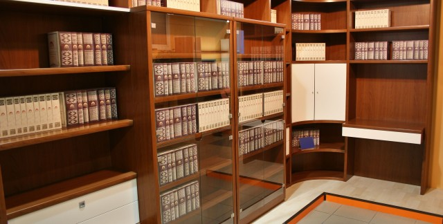 Expert tips for building bookcases and shelves