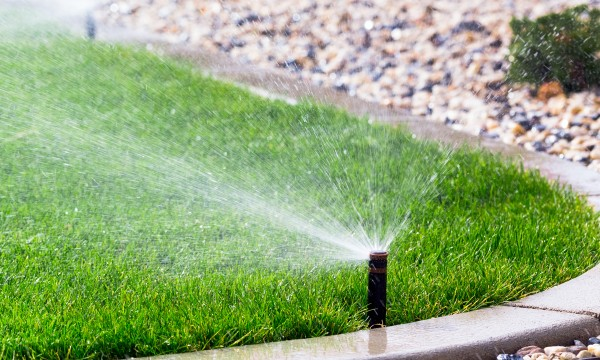 5 Portable Sprinkler System Options For A Healthy Lawn