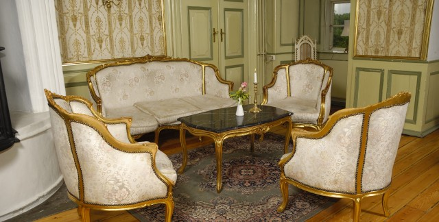 Simple tips for cleaning antique furniture