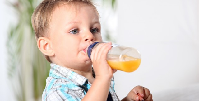 Tips on preventing baby bottle tooth decay