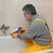 Tips for fixing a leaking bathtub