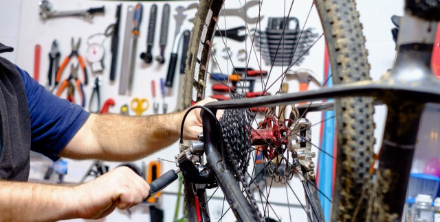 6 steps to repairing a bicycle flat tire