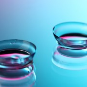 How to choose the right contact lenses