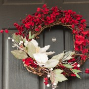 Festive decor year-long: how to adorn your door with wreaths