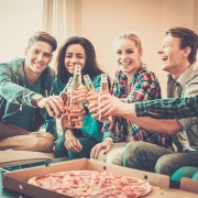 5 tips for entertaining a large crowd in the comfort of your home