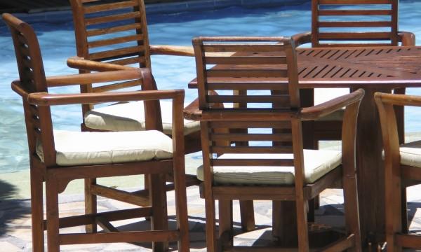 how to clean outdoor teak furniture 2