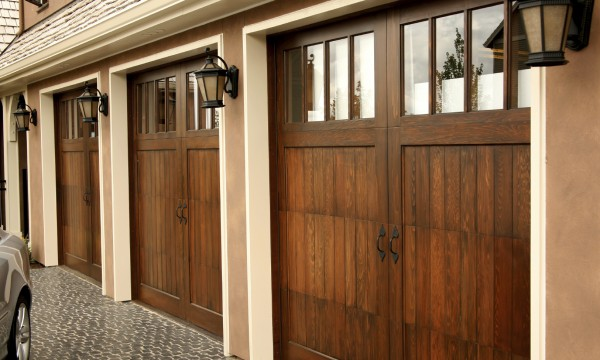 The Pros And Cons Of Wooden Garage Doors Smart Tips - Porte garage bois