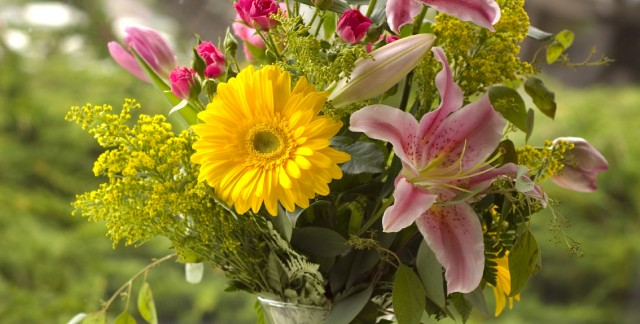 The perfect flower arrangement for every birthday month