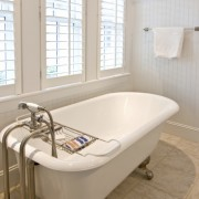 Bathtub refinishing methods to keep your tub squeaky clean