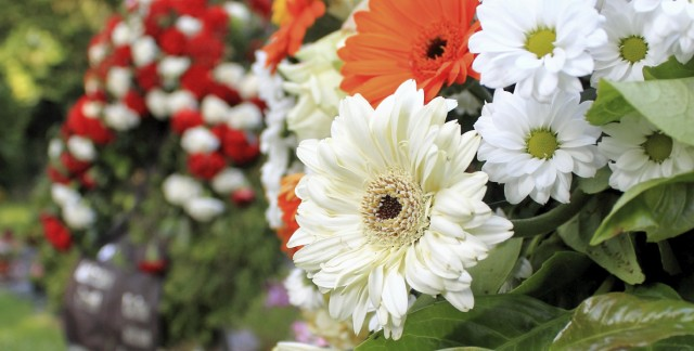Choosing the right funeral floral arrangement