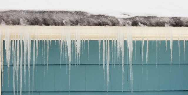 4 tips for protecting your roof from ice dams