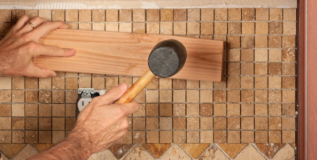 How to choose an expert to install a new backsplash