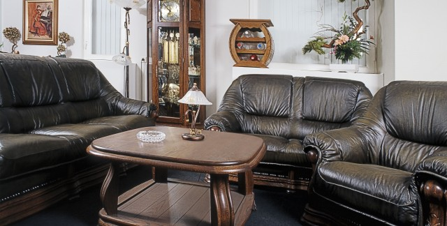 5 smart tips for maintaining leather upholstered furniture