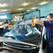 4 ways to minimize windshield replacement costs